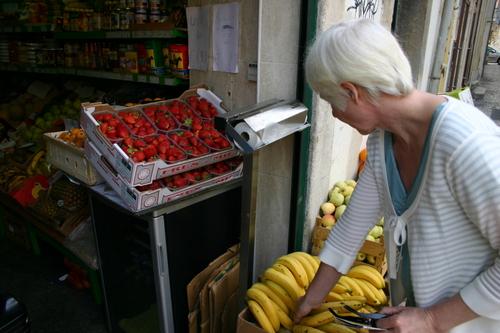 Kristin kjøper frukt